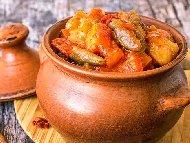Рецепта Задушени зеленчуци (картофи, тиквички, чушки, лук, гъби) с пиле в гърне